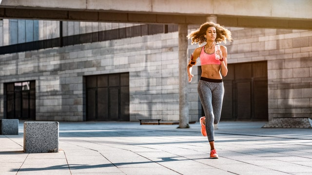 マラソンの服装は、季節ごとに調整